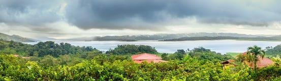 湖阿雷纳尔在哥斯达黎加 免版税库存照片