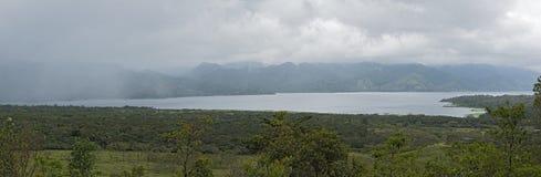 湖阿雷纳尔的全景多雨天气的,哥斯达黎加 库存照片