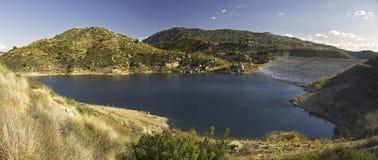 湖雷蒙娜全景蓝天蜜饯Poway内地的圣地亚哥县 免版税库存照片