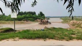 湖靠码头的小船在夏天 免版税图库摄影