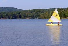 湖风帆 免版税图库摄影