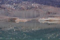 湖风景在冬天 免版税库存照片