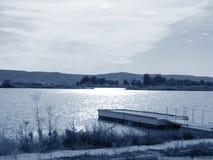 湖风景的船坞 免版税库存照片