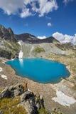 湖高加索山脉在夏天,熔化冰川土坎Arkhyz索非亚湖 俄罗斯的美丽的高山,清楚的冰 库存照片