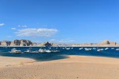 湖鲍威尔在亚利桑那,美国的沙漠 免版税库存照片