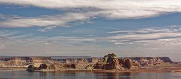 湖鲍威尔江边,亚利桑那全景  库存照片