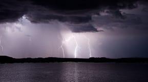 湖鲍威尔闪电风暴 免版税库存照片