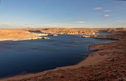 湖鲍威尔,亚利桑那江边  免版税图库摄影