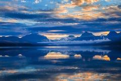 湖麦克唐纳在冰川国家公园,蒙大拿,美国 库存照片