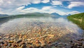湖麦克唐纳在日落的冰川国家公园 免版税图库摄影