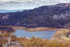 湖从巨型独石监视观看的Catani, Mt buffaloed 图库摄影
