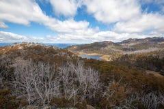 湖从巨型独石监视观看的Catani, Mt buffaloed 免版税库存图片