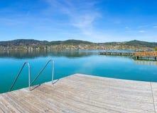 湖从海滩玛丽亚Woerth的Woerth视图 库存图片