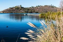 湖默里水库和浮动渔码头在圣地亚哥 免版税库存照片