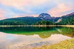 黑湖(Crno jezero),杜米托尔国家公园,黑山全景  免版税库存图片