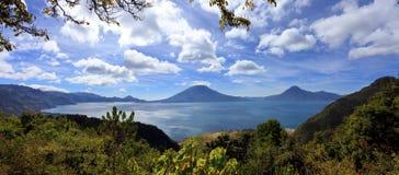 湖Atitlan在危地马拉 免版税库存图片