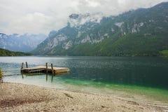 湖Bohinj在特里格拉夫峰国家公园,位于朱利安阿尔卑斯山的Bohinj谷 免版税图库摄影