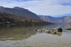 湖Bohinj在秋天斯洛文尼亚 免版税图库摄影