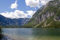 湖Bohinj在Solvenia 免版税图库摄影