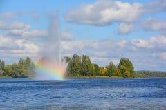 湖Boivin和喷泉 免版税库存照片