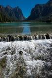 湖Braies-高山湖`的`珍珠 免版税库存图片