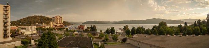 湖Coeur d'在美好的日落期间的阿莱内全景  库存照片