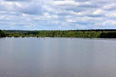 湖D ` Arbonne有有18间假期客舱的65个露营地巨大渔或划船经验的 免版税库存照片