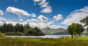 湖Derwent水,湖区, Cumbria,英国田园诗场面  免版税库存图片