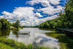 湖Dzban在狂放的Sarka -布拉格,捷克 免版税库存图片
