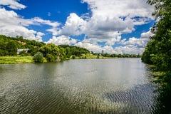 湖Dzban在狂放的Sarka -布拉格,捷克 免版税库存照片