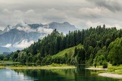 湖forggen和阿尔卑斯 免版税库存图片