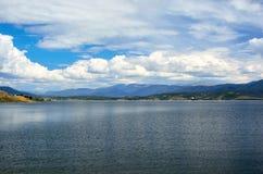 湖Granby水库在科罗拉多在一个晴天 免版税图库摄影