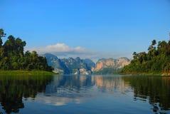 湖khao sok,泰国 免版税库存照片