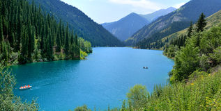 湖Kolsay 免版税库存图片