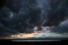湖leman多暴风雨的天气 免版税库存照片