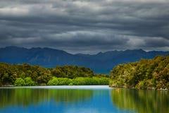 湖manapouri新西兰 库存图片