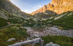 湖montenegro山日落 图库摄影
