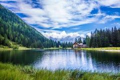 湖Nambino在阿尔卑斯,特伦托自治省,意大利 免版税库存图片