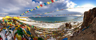 湖Namtso全景在西藏。 4900 m。 库存照片