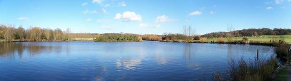 湖panaramic视图 库存照片