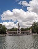 湖Parque del retiro在马德里 免版税库存照片