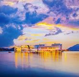 湖Pichola和Taj湖宫殿,乌代浦,拉贾斯坦,印度 免版税库存图片