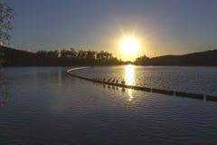 湖Poway日落圣地亚哥县内地西南加利福尼亚 免版税库存图片