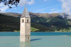 湖Resia -南提洛尔,意大利钟楼  库存照片