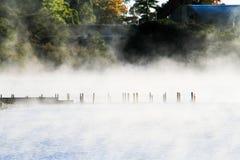 湖Rotomahana早晨,罗托路亚 免版税图库摄影