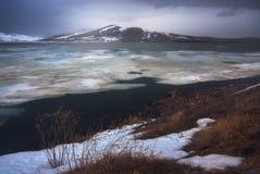 湖Saghamo在乔治亚,高加索 时数横向季节冬天 库存照片