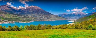 湖Serre-Poncon看法  免版税库存图片