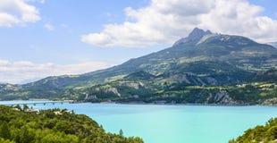 湖Serre-Poncon (法国阿尔卑斯) 库存图片