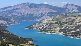 湖Serre-Poncon (法国阿尔卑斯) 免版税库存图片