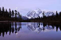 湖shuksan挂接的照片 库存图片